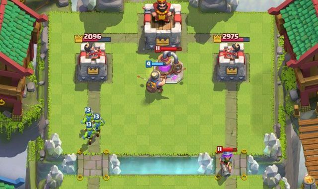 playing clash royale on pc